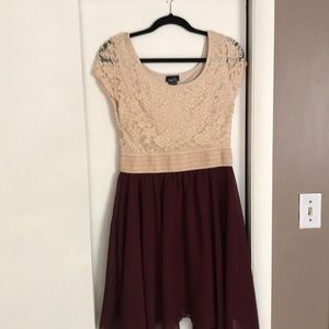 Rue 21 maroon and cream colored dress